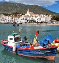 baie de cadaques et bateaux pêche
