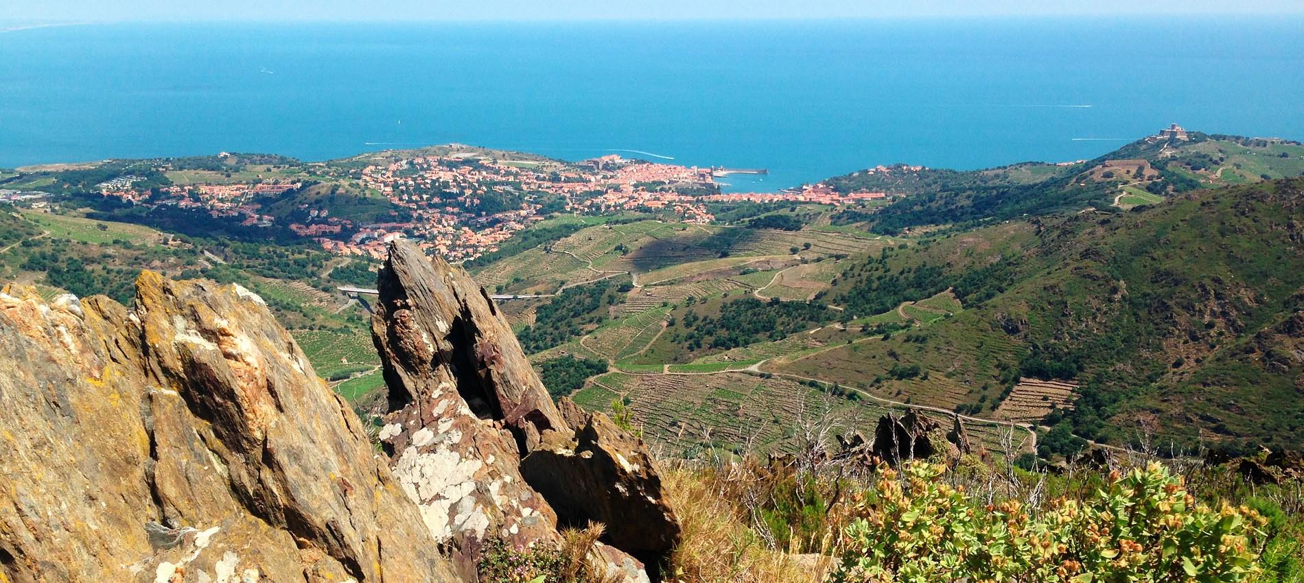 vue plongeante collioure méditerranée depuis albères
